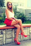 Dziewczyna w czerwonych butach Zdjęcia Stock