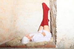 Dziewczyna w czerwonych pończochach Zdjęcia Royalty Free