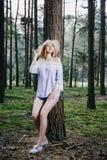Dziewczyna w drewnach Obrazy Royalty Free