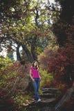Dziewczyna w drewnach Zdjęcia Royalty Free
