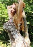 Dziewczyna w drewnach. Fotografia Royalty Free