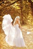 Dziewczyna w ślubnej sukni Zdjęcia Royalty Free