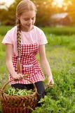 Dziewczyna w grochu ogródzie zdjęcie royalty free