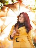 Dziewczyna w jesieni Fotografia Royalty Free