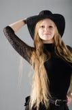 Dziewczyna w kapeluszowej i czarnej sukni Zdjęcia Royalty Free