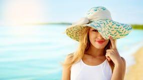 Dziewczyna w kapeluszu obrazy royalty free