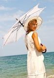 Dziewczyna w kapeluszu na plaży. Fotografia Stock