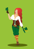 Dziewczyna w karnawałowym kostiumu z kapeluszem i koniczyną na koloru tle Obrazy Royalty Free