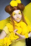 Dziewczyna w kolorze żółtym. Obrazy Royalty Free