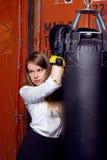 Dziewczyna w kostiumu blisko poncz torby Fotografia Royalty Free