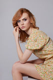 Dziewczyna w kwiecistej lato sukni Obrazy Royalty Free