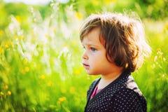 Dziewczyna w lata świetle zdjęcia stock