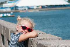 Dziewczyna w lecie w gorącej pogodzie Zdjęcie Royalty Free