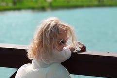 Dziewczyna w lecie w gorącej pogodzie Fotografia Royalty Free