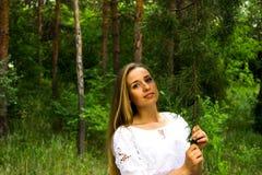 Dziewczyna w lesie Fotografia Royalty Free