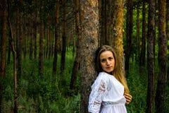 Dziewczyna w lesie Obrazy Royalty Free