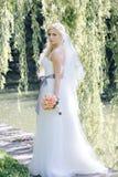 Dziewczyna w ślubnej sukni Zdjęcie Stock