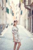 Dziewczyna w miasteczku, Italia Fotografia Royalty Free