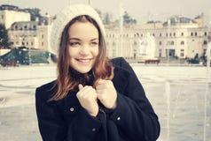 Dziewczyna w miastowym mieście Zdjęcia Royalty Free