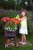 Dziewczyna w ogródzie zdjęcie stock