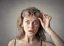 Dziewczyna w okularach przeciwsłoneczne obraz stock