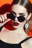 Dziewczyna w okularach przeciwsłoneczne Fotografia Stock