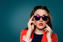 Dziewczyna w okularach przeciwsłonecznych Zdjęcia Stock