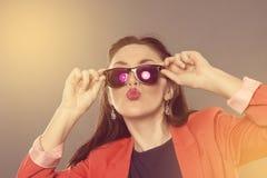 Dziewczyna w okularach przeciwsłonecznych Obraz Stock