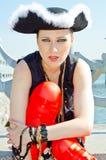 Dziewczyna w osaczającym kapeluszu na brzeg rzeki Obrazy Royalty Free