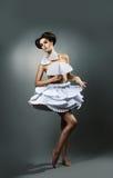 Dziewczyna w papier sukni obraz stock