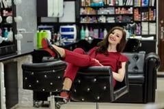 Dziewczyna w piękno salonie zdjęcia stock