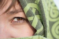 Dziewczyna w pustyni z przesłoną Szczegół kobiety ` s oko fotografia royalty free