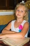 Dziewczyna w restauraci Obraz Royalty Free