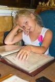 Dziewczyna w restauraci Zdjęcia Stock