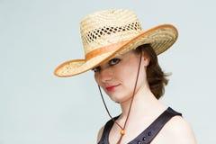 Dziewczyna w słomianym kapeluszu Obraz Royalty Free
