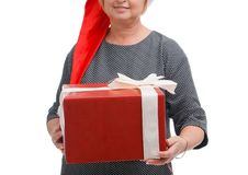 Dziewczyna w Santa kapeluszu, odizolowywającym na białym tle Pojęcie wakacje obrazy royalty free