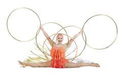 Dziewczyna w sceny sukni wykonuje tana z hula obręczem zdjęcia royalty free