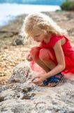 Dziewczyna w seashore Zdjęcia Stock