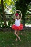 Dziewczyna w spódniczce baletnicy. Zdjęcia Stock