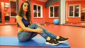 Dziewczyna w sprawność fizyczna klubie zbiory wideo