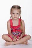 Dziewczyna w sukni siedzi out ramę i gapi się Zdjęcia Stock