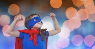 Dziewczyna w super bohatera kostiumu nad plamy tłem fotografia royalty free