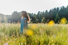 dziewczyna w terenie Obrazy Royalty Free