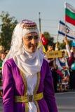 Dziewczyna w tradycyjnej Tureckiej odzieży podczas festiwalu Zdjęcie Stock