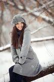 Dziewczyna w zima lesie Zdjęcia Royalty Free
