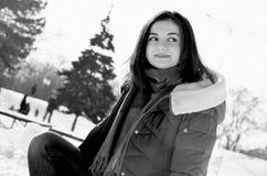 Dziewczyna w zima parku Zdjęcia Stock