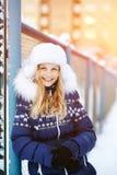 Dziewczyna w zimie Nastoletni outdoors Zdjęcie Stock