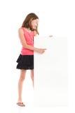 Dziewczyna wskazuje przy pustym sztandarem Zdjęcia Stock