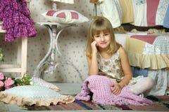 Dziewczyna wybiera co być ubranym Fotografia Stock