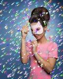 Dziewczyna z śmieszną kot maską Fotografia Royalty Free
